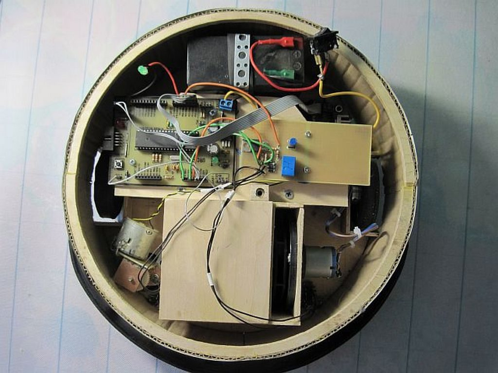 Самодельный робот пылесос