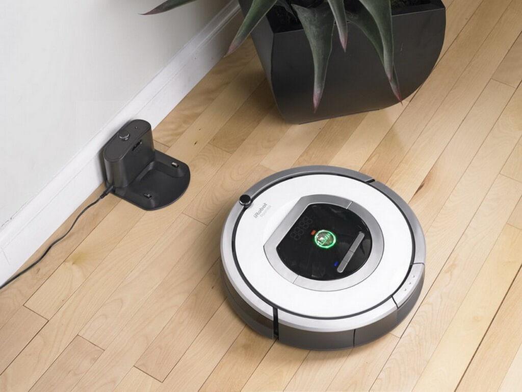 Система автоматически направляет робота-пылесоса к зарядному устройству