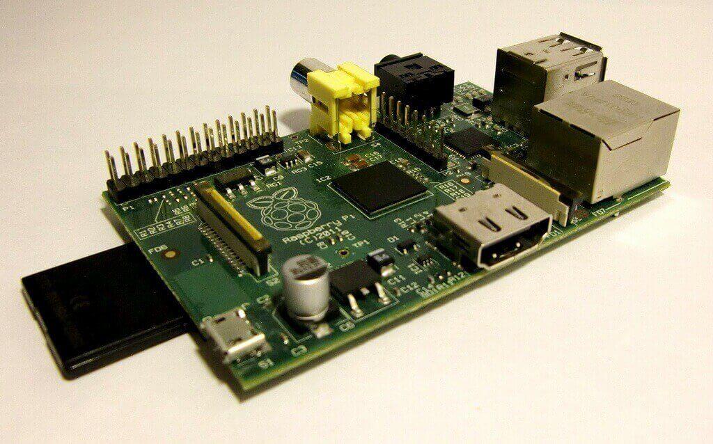 Внешний вид Raspberry Pi model B