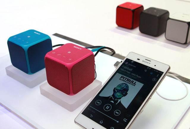 Форма устройства позволяет распределять звук на больший диапазон