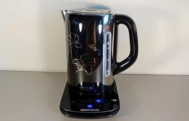 То есть всегда можно воспользоваться кнопками на сенсорной панели или на самом чайнике, чтобы подогреть или вскипятить воду