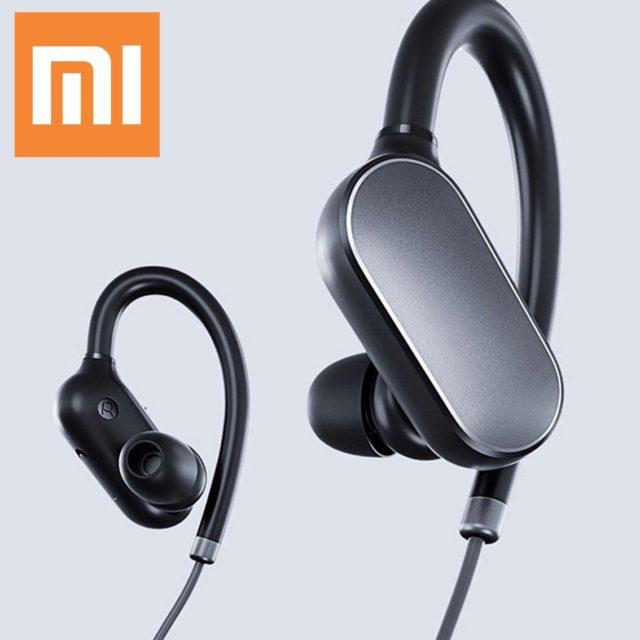 С мобильными устройствами синхронизируется через Bluetooth