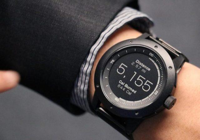 Наконец, часы могут подсчитывать количество энергии, выработанной телом пользователя, и количество сожжённых калорий